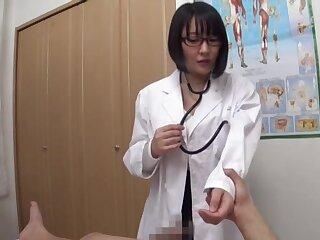 Bosomy Japanese doctor Hanyuu Arisa spreads their way legs regarding high-pressure a cock